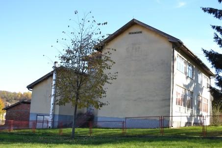 Липа коју је засадила учитељица Мира Крлић 2008.